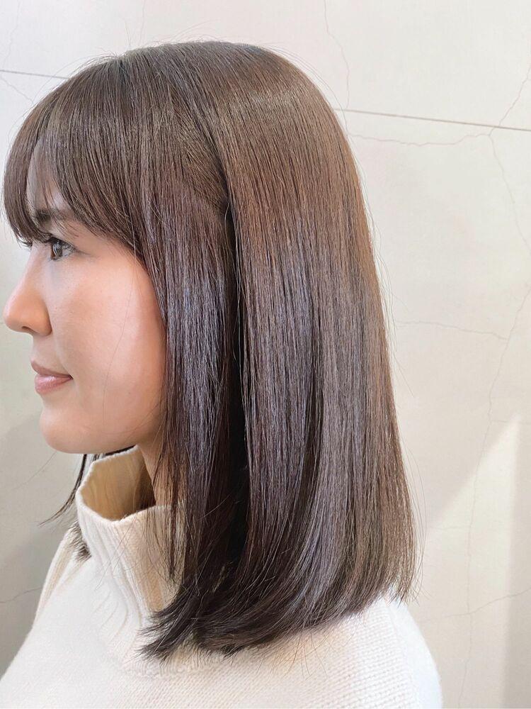 艶が出て柔らかくまとまる扱いやすいミディアムヘア。