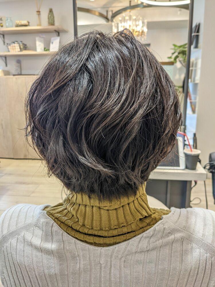 直毛、硬毛、多毛、日本人特有の髪質も骨格矯正カットとパーマでスタイリング簡単なくせ毛風ショートに♪