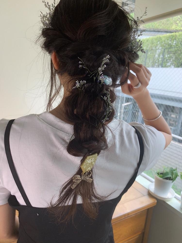 黒髪でも華やかに編みおろし