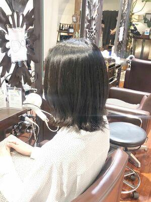 人気の外ハネミディ♪/ストレートアイロンで毛先をハネさせるだけ!/カット5500円