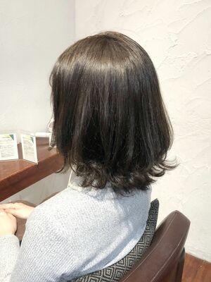 ヴァイオレットアッシュ/黄味とさよなら!透け感満載の暗髪ヘア/ミディアムスタイル