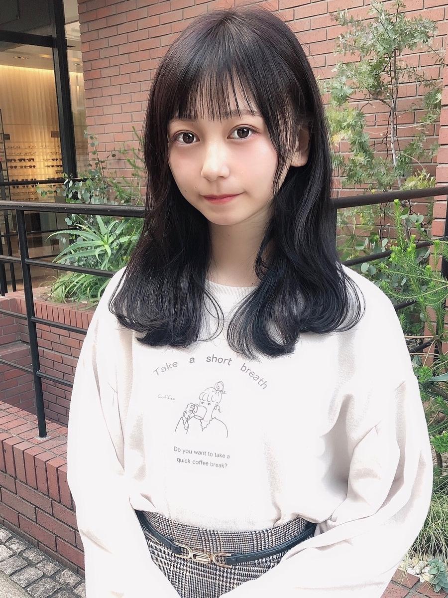 表参道美容室 アフロート 黒髪、暗髪可愛い前髪ぱっつんシースルーバングふんわりセミロング