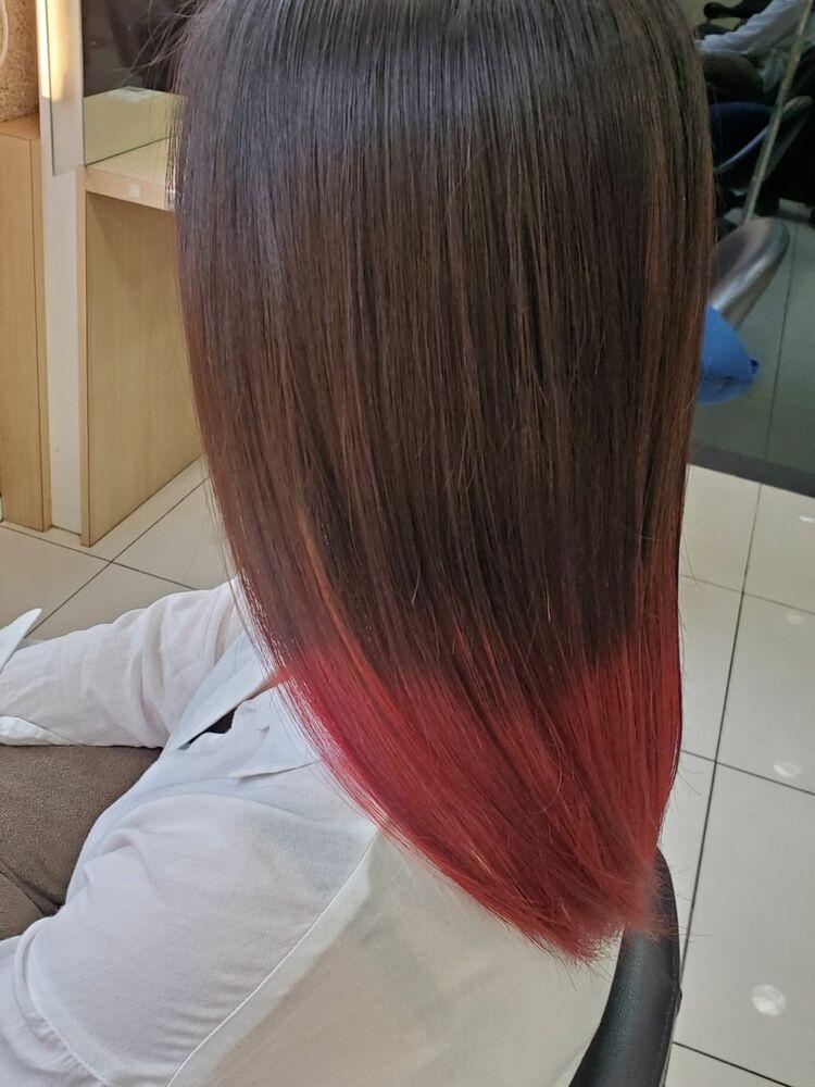 根本は地毛を生かし、毛先にレッドでインパクトをプラス!隠せる派手カラー♥
