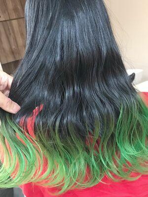 グリーン×グラデーションカラー