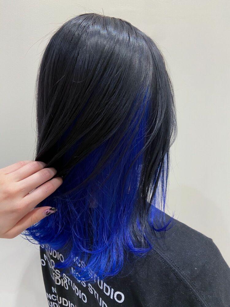 レイヤースタイル/ディープブルーインナーカラーで個性的なヘアスタイル