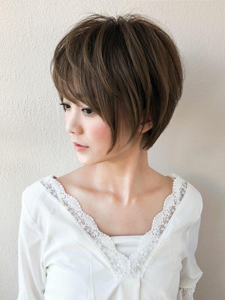 30代40代大人女性に人気の小顔に見えるひし形ショートヘア