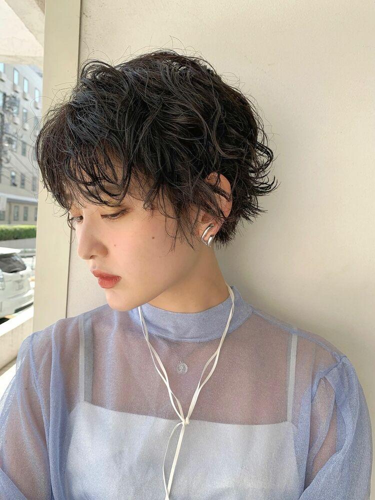 マッシュ女子黒髪ニュアンスパーマ