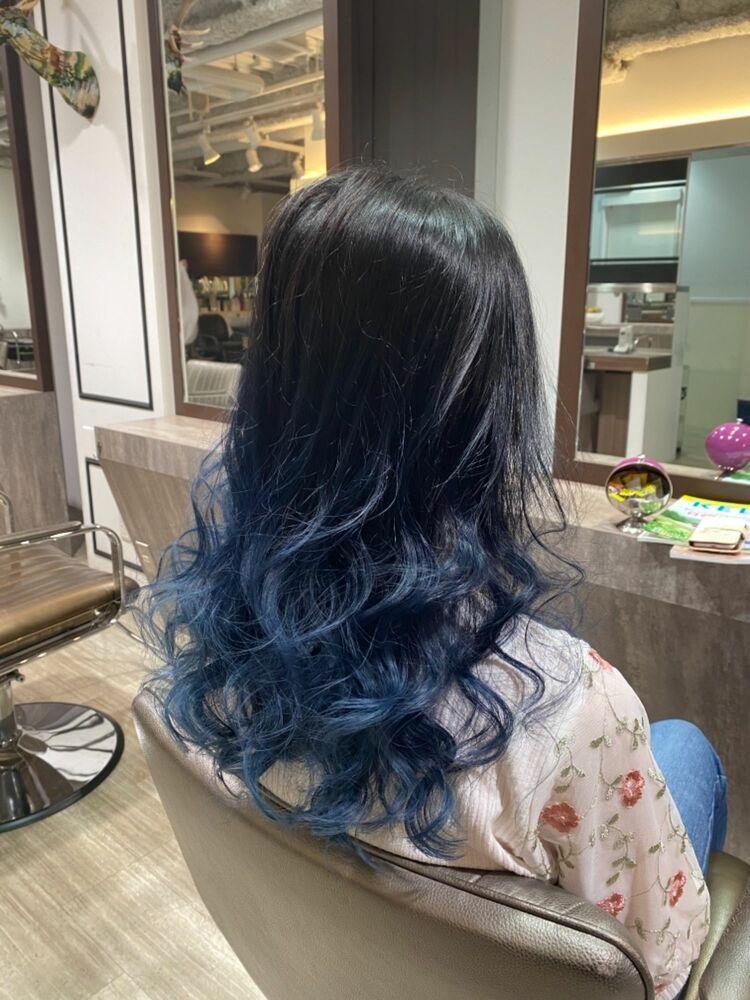 ネイビーブルーの色鮮やかなグラデーションカラー。