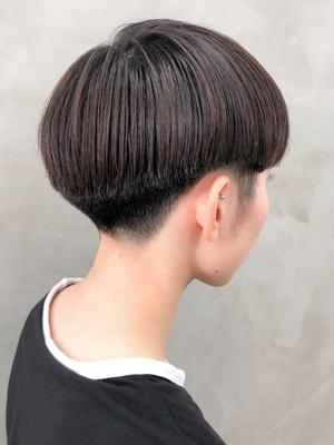 黒髪刈り上げベリーショート