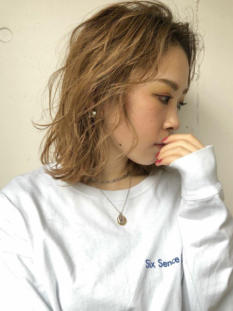 『assort tokyo 』ブリーチとパーマで作る柔らかいミディアムヘアー