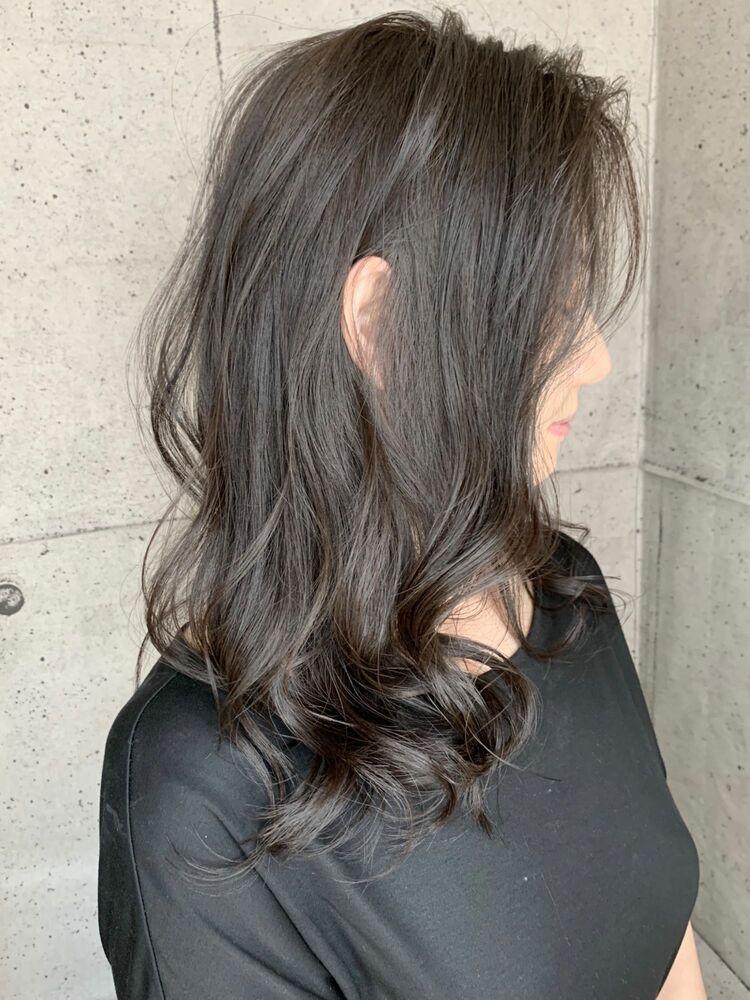 ブリーチなしで最大限の透明感‼️パールミルクティ😁切りっぱなし&ゆるふわカールでさらにモテ髪度UP