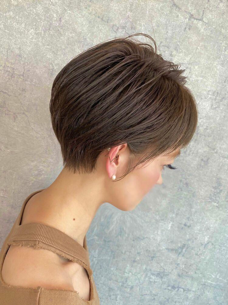 硬い髪・広がる・膨らむ・髪の毛の量が多い方にオススメの耳かけショートスタイル