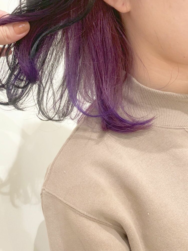 くすみパープルのミディアムヘア