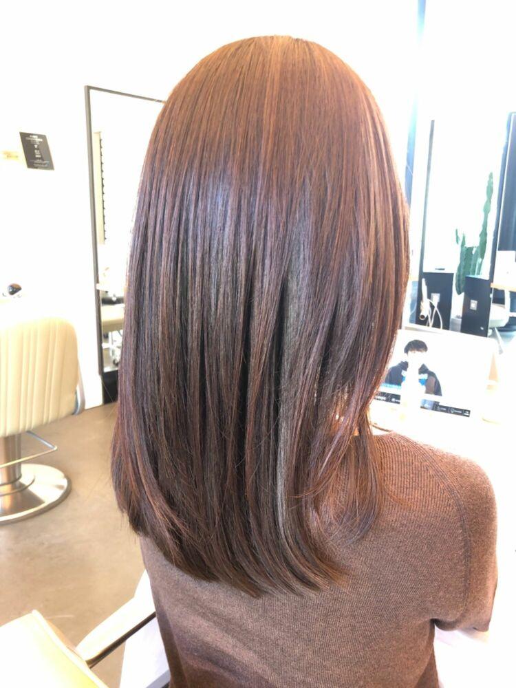 カラーリングが女性らしさをUPさせるカットのメリハリがポイントのヘアスタイル