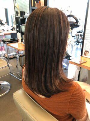 DIFINOオリジナルスライドメッシュで馴染んだメッシュを入れて立体感を出すヘアスタイル