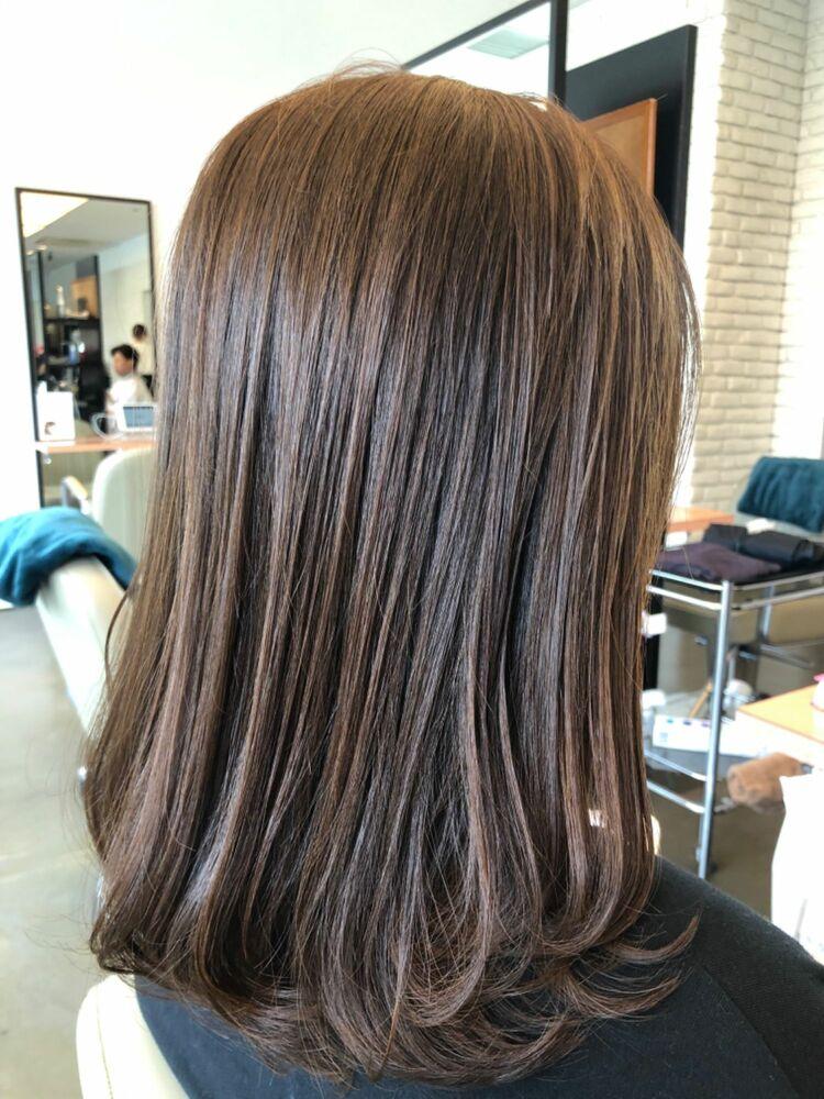 メッシュで立体感、毛束感が髪を艶やかに見せる乾かすだけで決まるロングスタイル