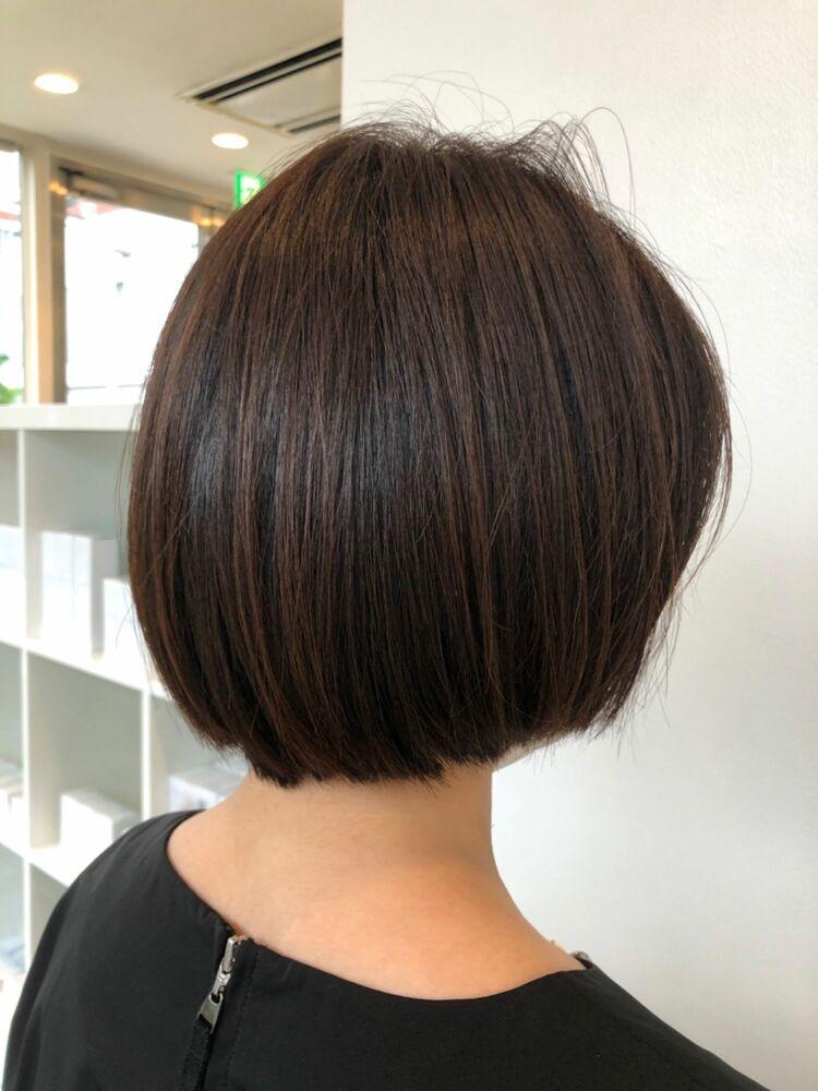 エリ足スッキリボブは大人可愛いヘアスタイルの定番