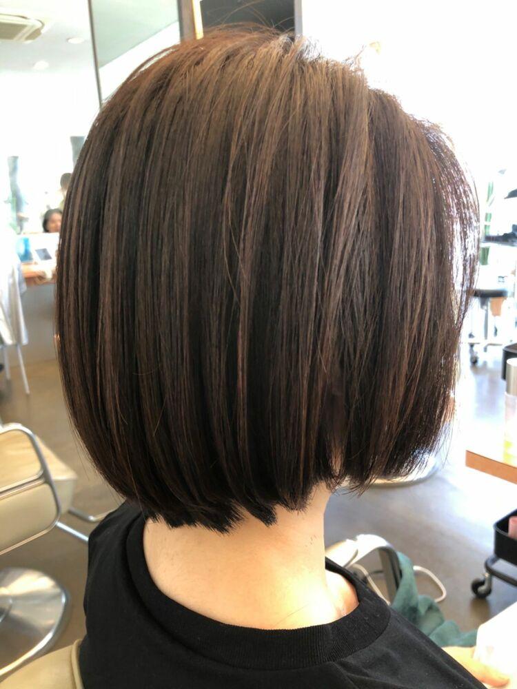 髪が硬くても柔らかく女性らしい柔らかさを出したボブスタイル