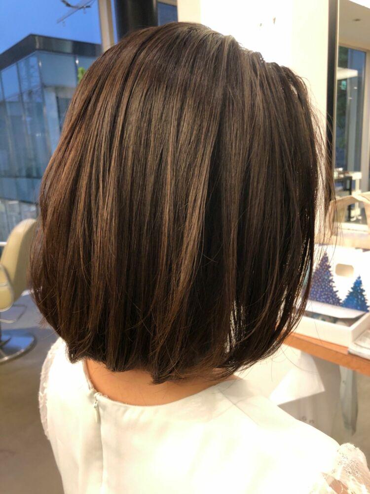 白髪が目立ちにくいカラーリングスライドメッシュでグレイヘアを楽しむ