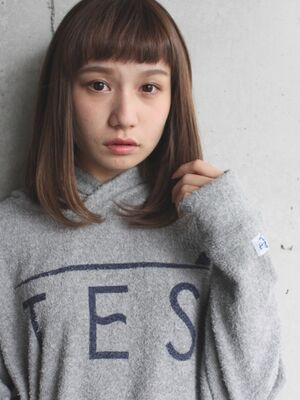オン眉×ミディアムヘア