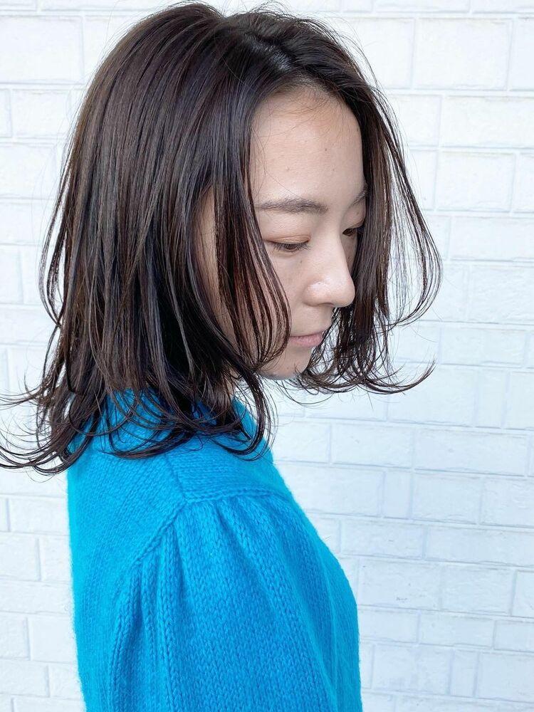 レイヤーカット 暗髪カラー こなれミディアム
