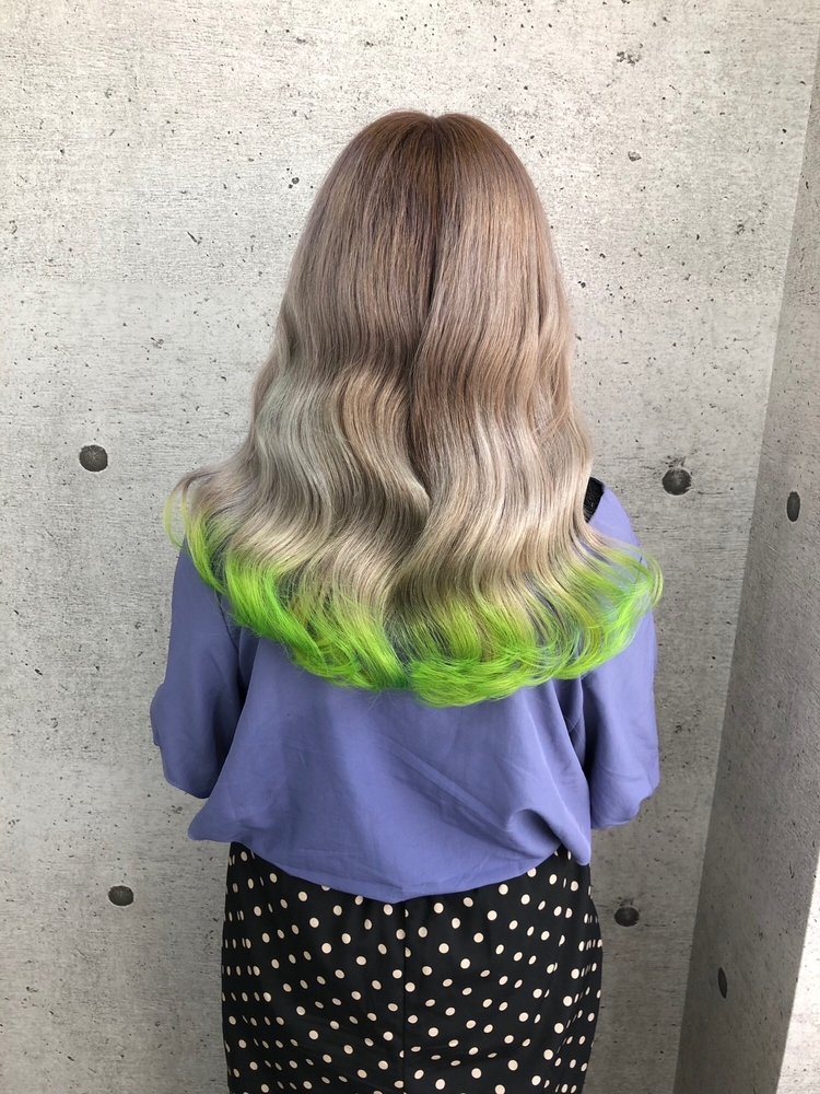 韓国ヘア×ホワイトベージュ×裾ライムグリーン