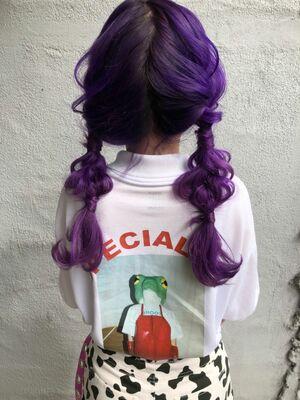 派手髪でも可愛いアレンジヘア