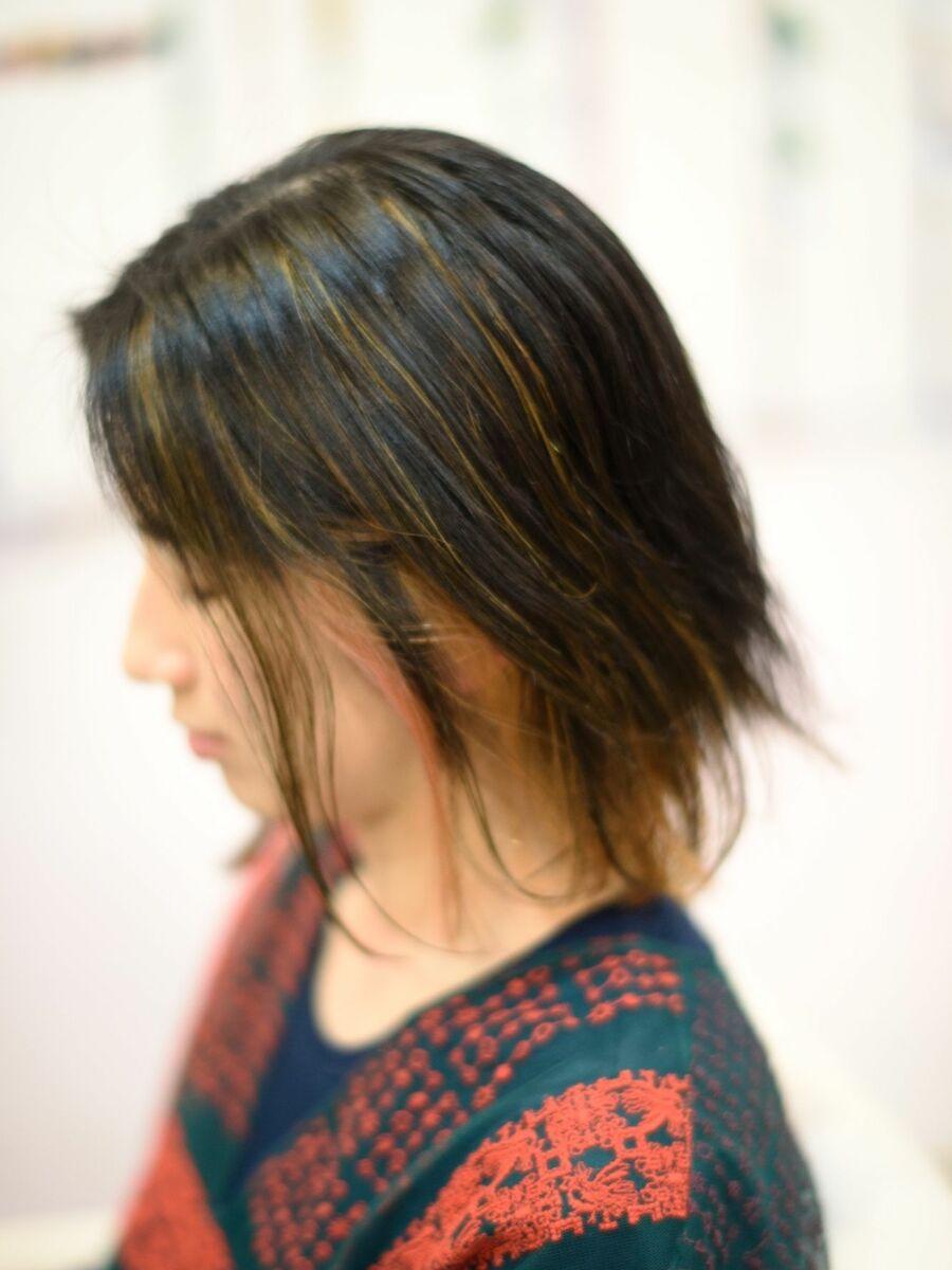 2020年春夏 20代30 代40代オススメ髪型クセ毛を生かしたミディアムボブ