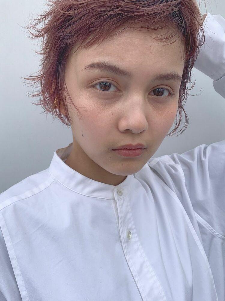 ピンクカラー×ショートヘア