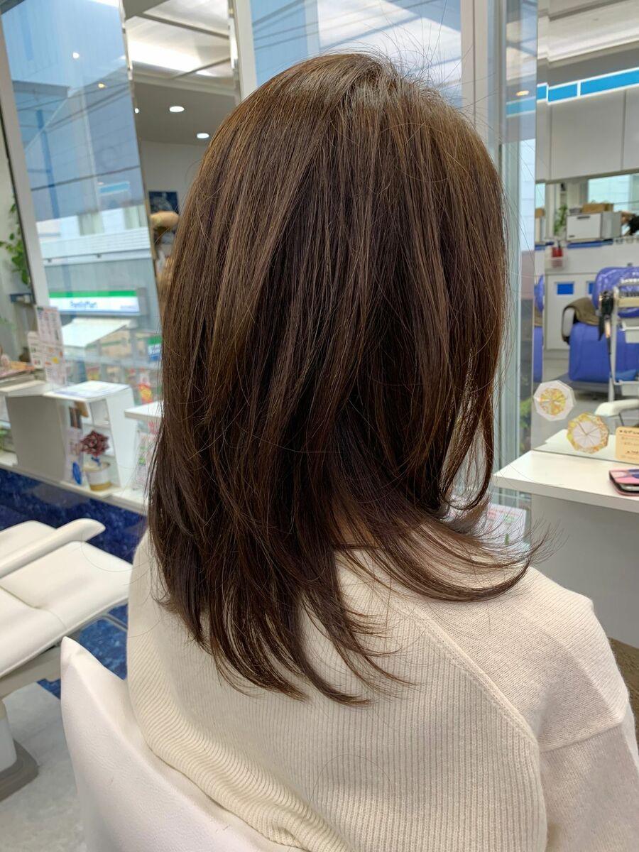 毛流れが綺麗なセミロング