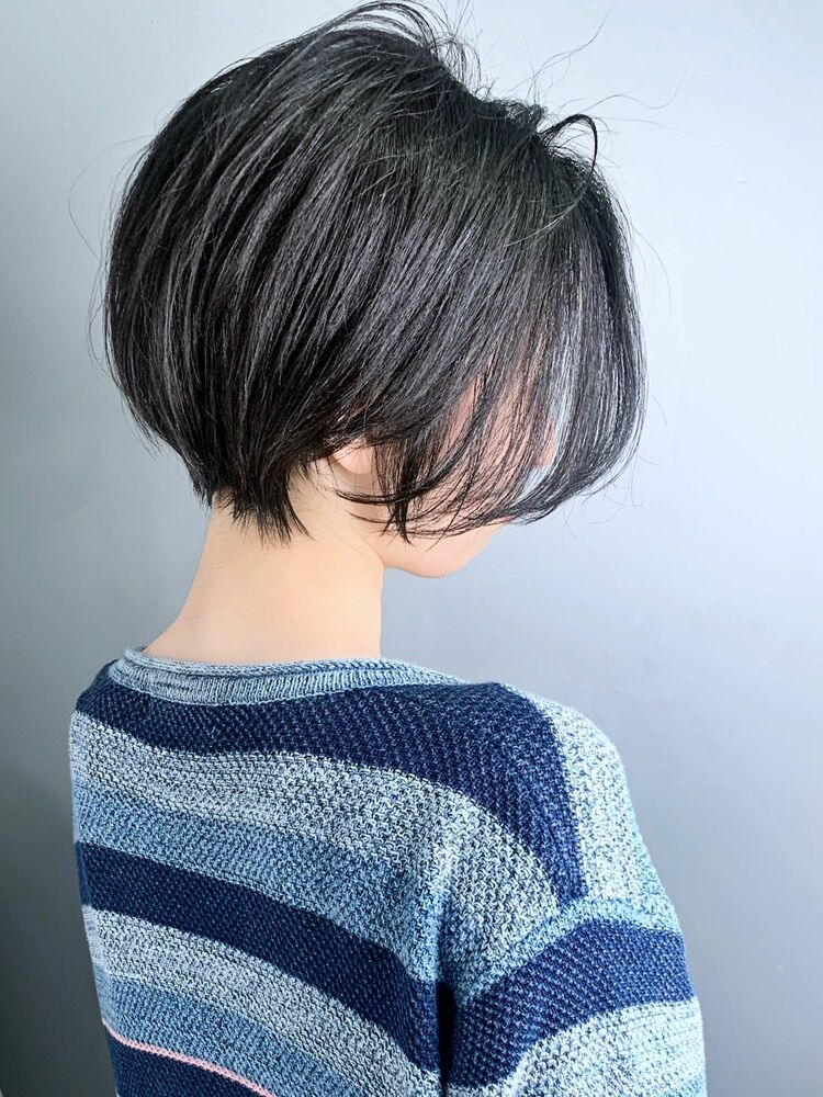かっこよくて綺麗な女性のショートヘア