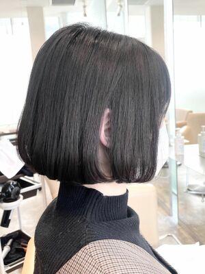 広がる髪がまとまるストレート