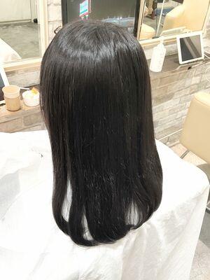 自然な素髪感ストレート。ネオゼロアルカリ。