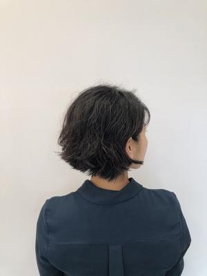 「硬め×多毛」チャレンジしやすいくせ毛ショート