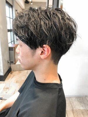 センターパート×ブラックヘア