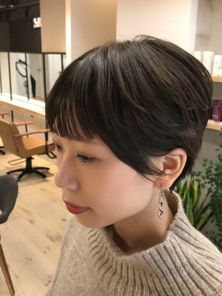 パラパラ前髪の美人ショート