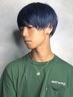 ブルーブラックのマッシュヘア