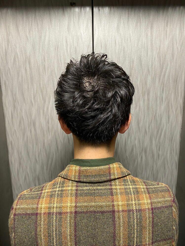 前髪を上げやすいよう、全体はゆるふわパーマ