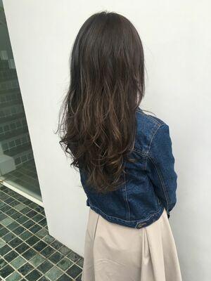 暗くても重く見えないグレージュカラー髪質改善