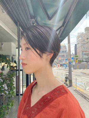 明治神宮前駅徒歩10分、原宿駅徒歩10分、スタイリング簡単、前髪長めなハンサムショートヘア
