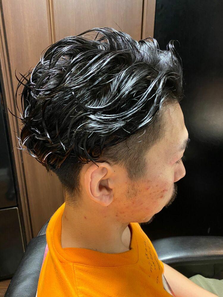 黒髪ツーブロパーマ