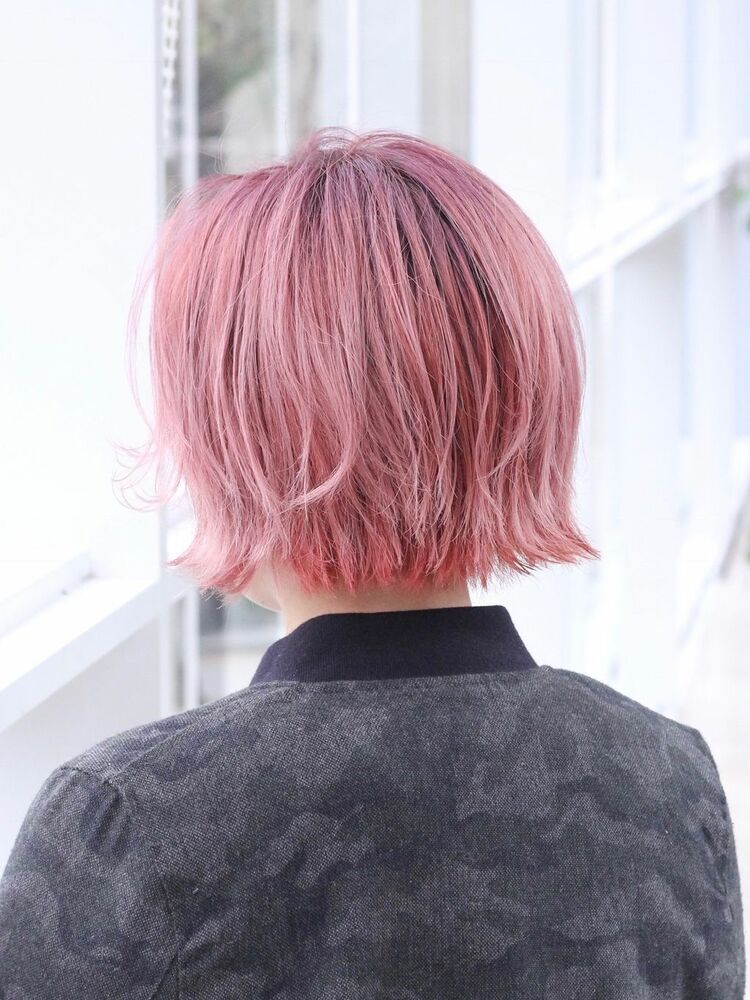 カッコ可愛い淡ピンクのオシャレモード外ハネ耳掛けショートボブミスエッセンス竹下
