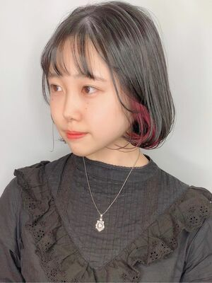 インナーカラー 黒髪ピンク ボブ