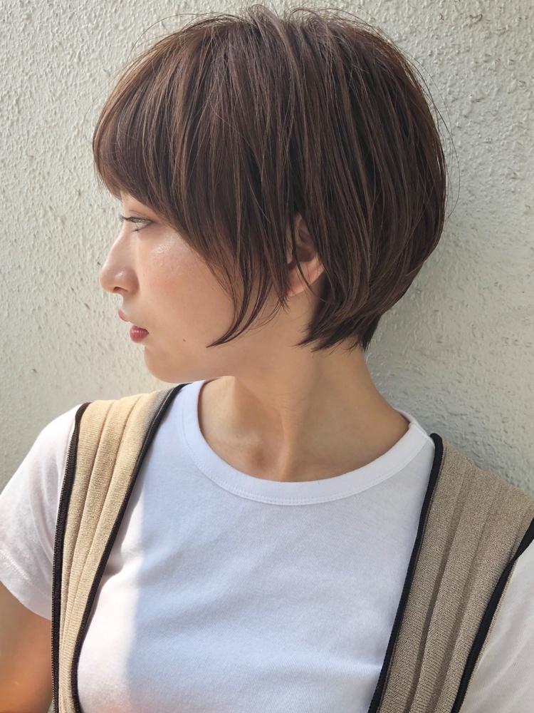 サイドが長めのひし形ショートヘア