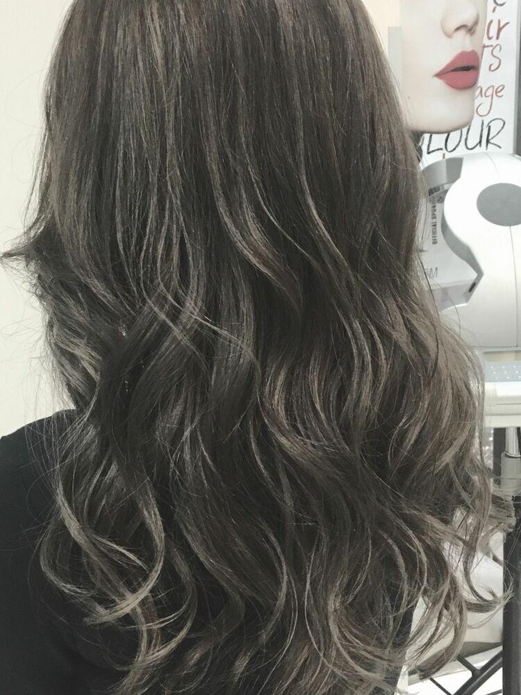 ハイライトでメリハリ巻き髪スタイル