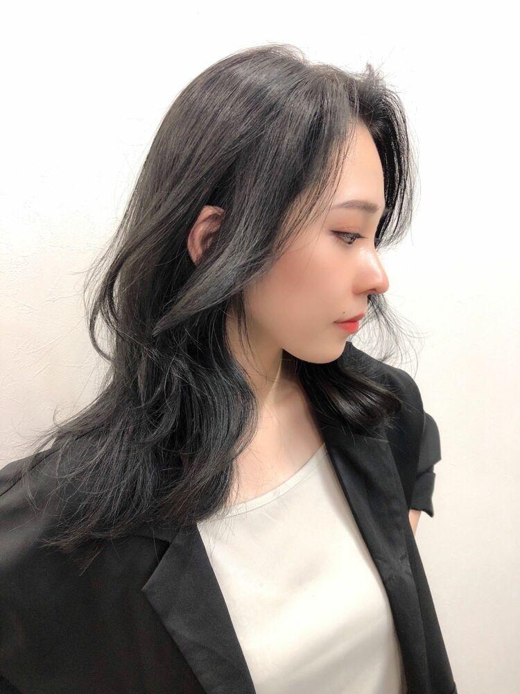 暗髪グレージュ韓国くびれレイヤーカット