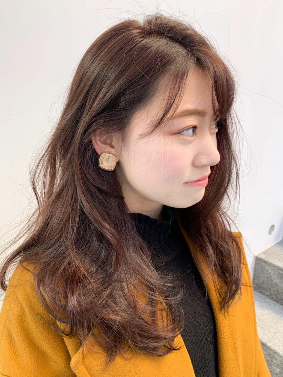 暖色系カラーと大きめカール/韓国風ヘアスタイル
