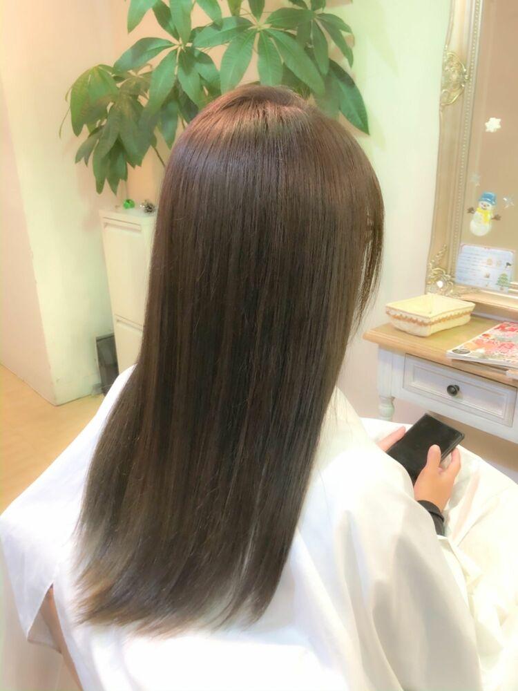 透明感抜群のカラーにツヤ髪ロングスタイル