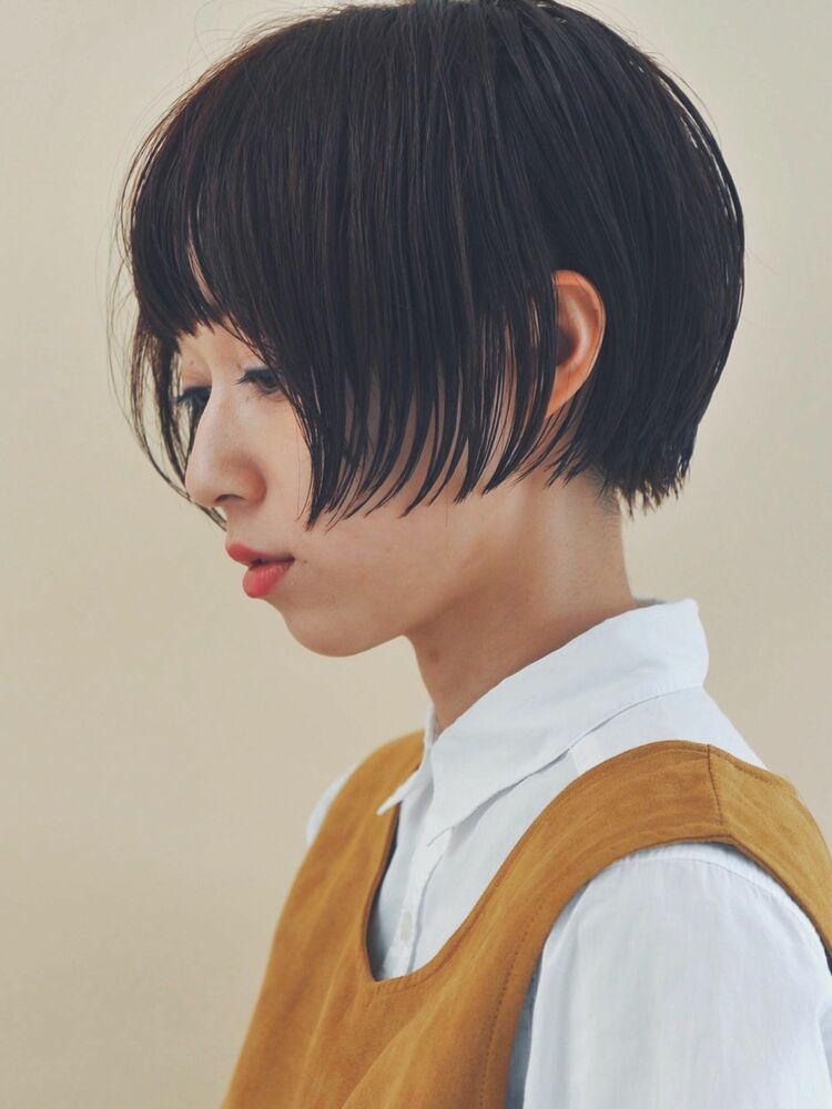 大人女子のミニマムミニボブグラデーション低めで耳にかければショートヘアの2wayスタイルです。