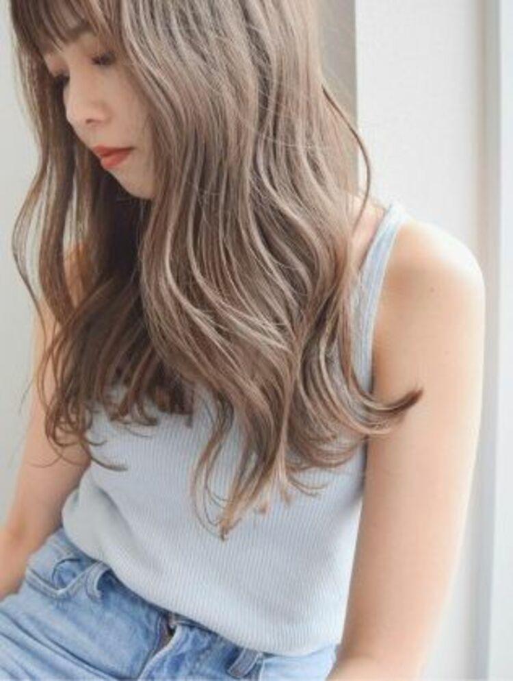 前髪かき上げイメチェンイヤリングカラーラベンダーカラーくびれ